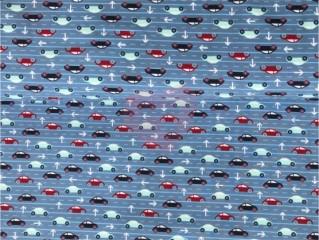 úplet auta na silnici dálnicci