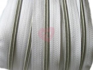zip barevný spirálový 5mm černý se stříbrnými zoubky